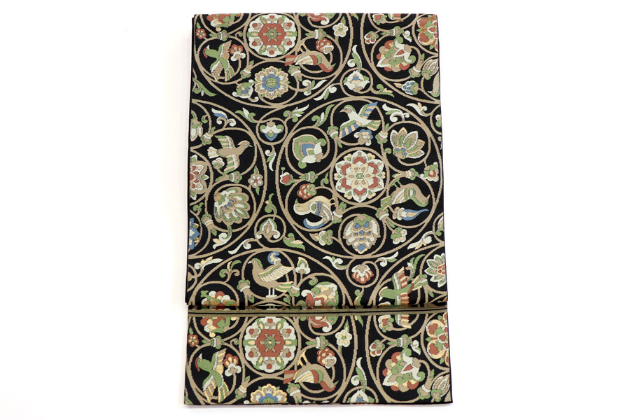 川島製の花喰い鳥文の黒地の袋帯